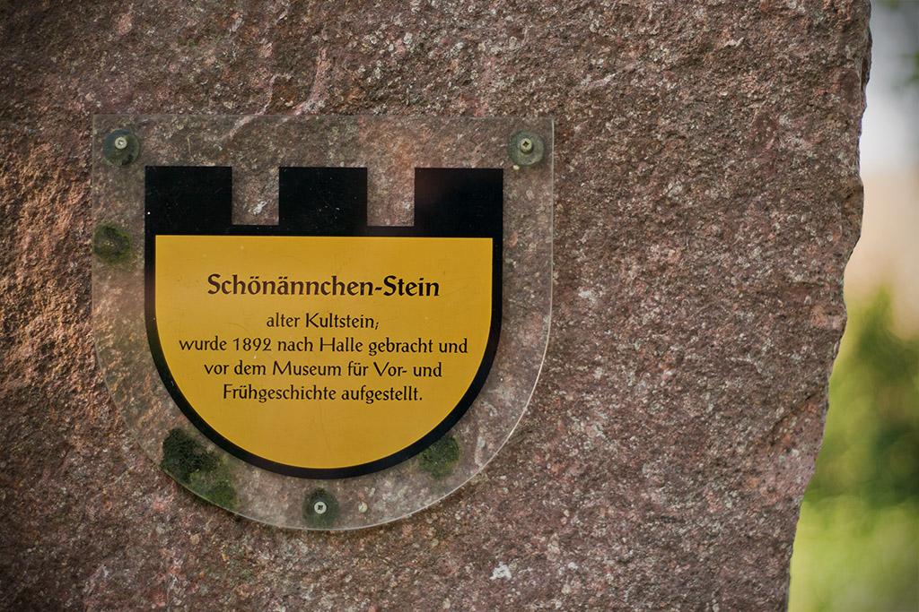 Der Heimatforscher Sigmar Schultze-Galléra soll dafür gesorgt haben, dass der Stein nicht zerstört wird.