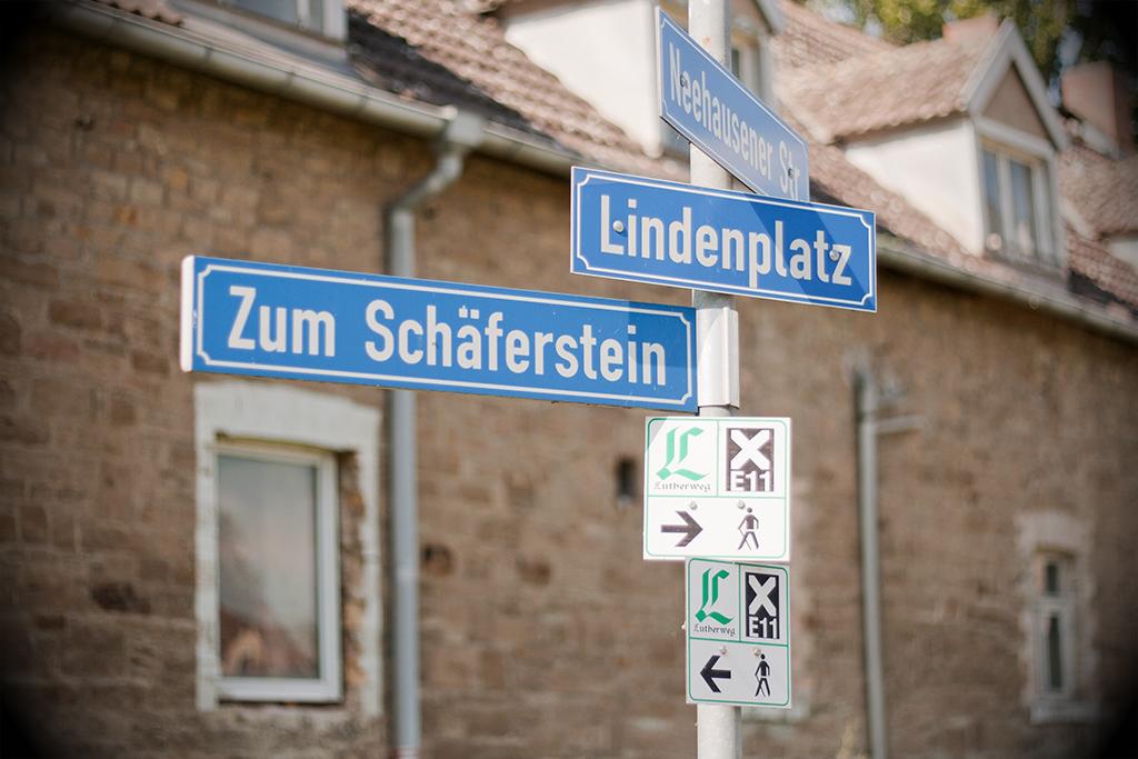 Der Stein hat sogar einen eigenen Weg: Zum Schäferstein.